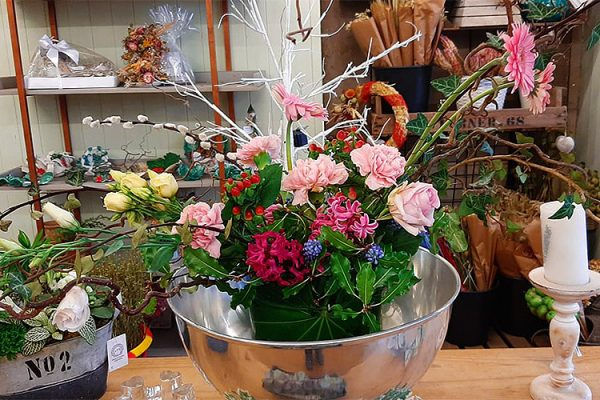 Serjeants-Family-Florist-Southend-Wedding-Flowers-Occasional-Flowers-Wreaths-Bouquets-Funeral-Flowers-Gift-Flowers-Free-Delivery