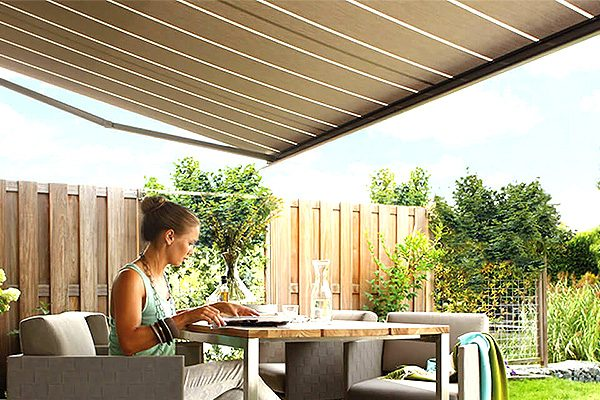 Art-Blinds-And-Shutters-Canopies-Venetians-Luxaflex-Powerview-Day-Blinds-Night-Blinds-Southend2