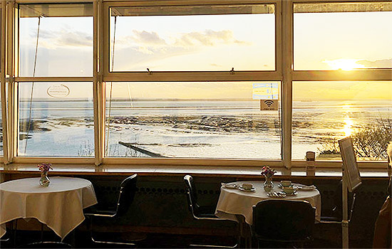 Cliffs-Pavilion-Foyer-Bar-Cafe-Restaurant-Eating-Out-Lunch-Dinner-Breakfast-Afternoon-Tea-Southend9