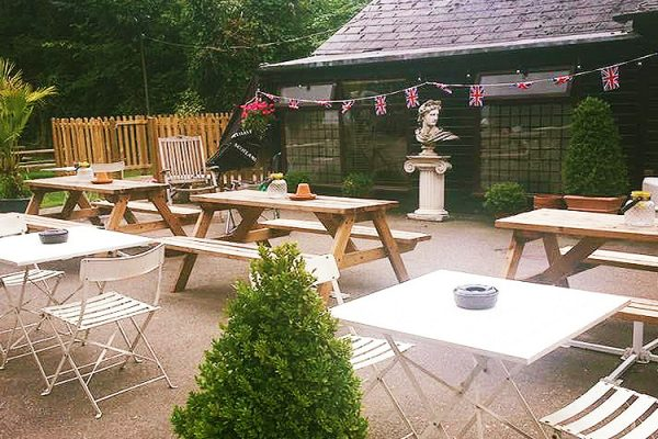 Horse-Groom-Pub-And-Bar-Soutnend-Seafood-Restaurant-Beer-Garden-Home-Made-Meals-Live-Bands-Takeaway-Southend2-1