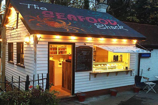 Horse-Groom-Pub-And-Bar-Soutnend-Seafood-Restaurant-Beer-Garden-Home-Made-Meals-Live-Bands-Takeaway-Southend4