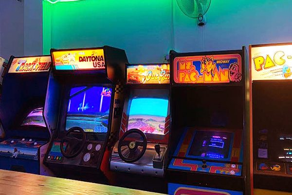Neon-Knights-Arcade-Cafe-Gaming-Snacks-Kids-Fun-Retro-Arcades-Freeplay-Gaming-Bar-Hire-Southend-2