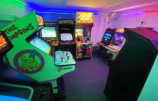 Neon-Knights-Arcade-Cafe-Gaming-Snacks-Kids-Fun-Retro-Arcades-Freeplay-Gaming-Bar-Hire-Southend-5