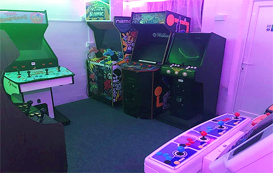Neon-Knights-Arcade-Cafe-Gaming-Snacks-Kids-Fun-Retro-Arcades-Freeplay-Gaming-Bar-Hire-Southend-6