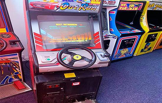 Neon-Knights-Arcade-Cafe-Gaming-Snacks-Kids-Fun-Retro-Arcades-Freeplay-Gaming-Bar-Hire-Southend-8