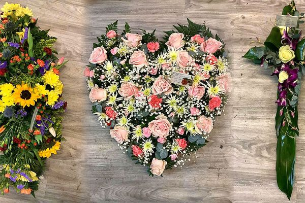 The-Flower-Stores-Florist-Wedding-Flowers-Funeral-Occasional-Flowers-Banners-Gift-Bags-Bouquets-Southend1